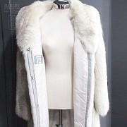 Abrigo de piel de zorro blanco largo. - 6