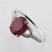 18k白金配红宝镶钻石戒指
