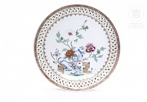 Glazed porcelain dish, China, Qing Dynasty.