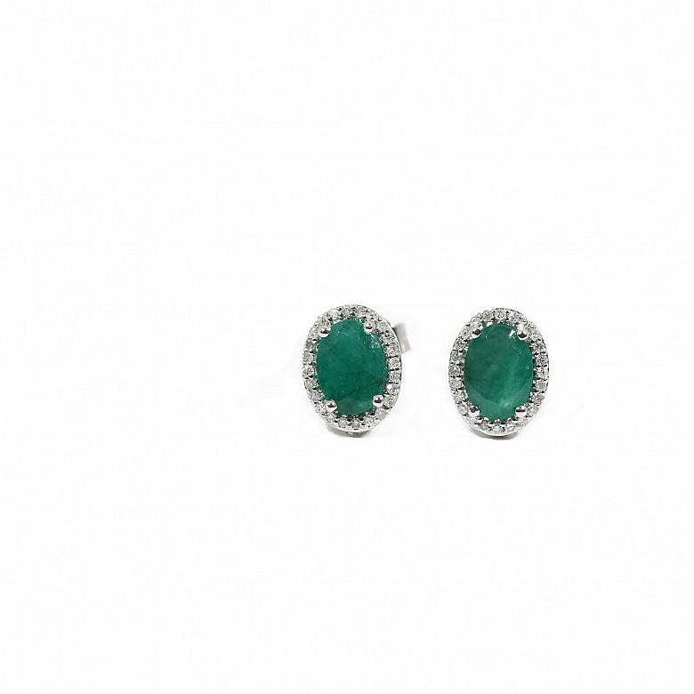 Earrings in 18k gold with diamonds and emeralds