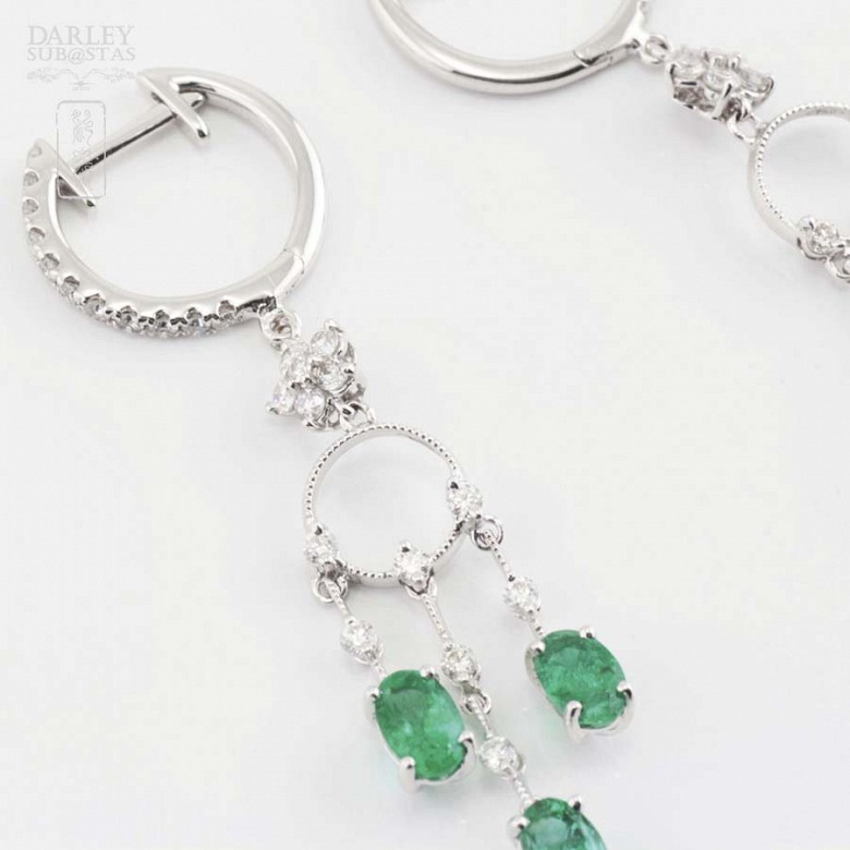 Earrings in 18k white gold, emeralds and diamonds - 5
