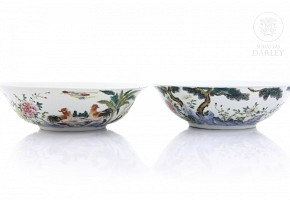 Pair of bowls with enameled decoration, 20th century
