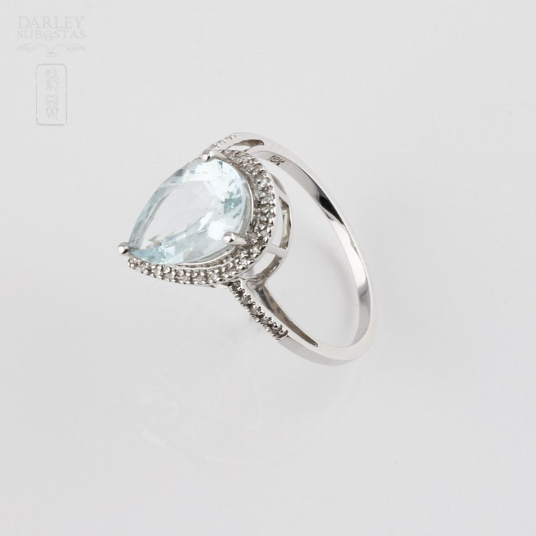 Ring with 2.60cts Aquamarine  and diamonds in 18k white gold - 3