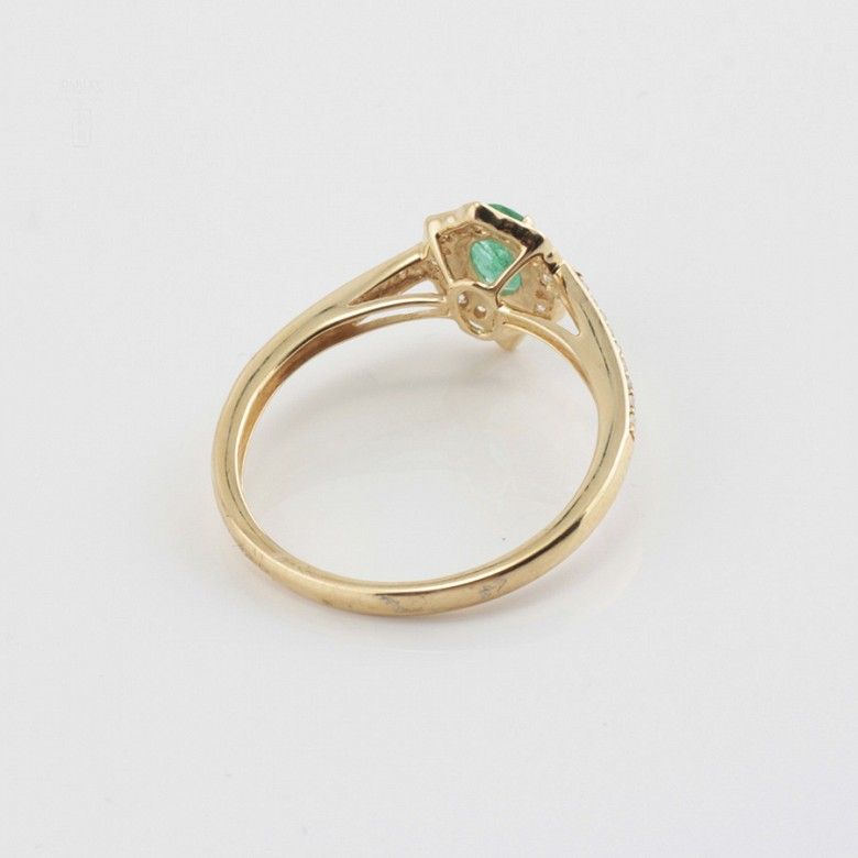Precious 18k gold ring, bright and emerald - 2