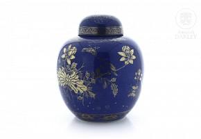 Powder blue porcelain jar, Qing Dynasty.