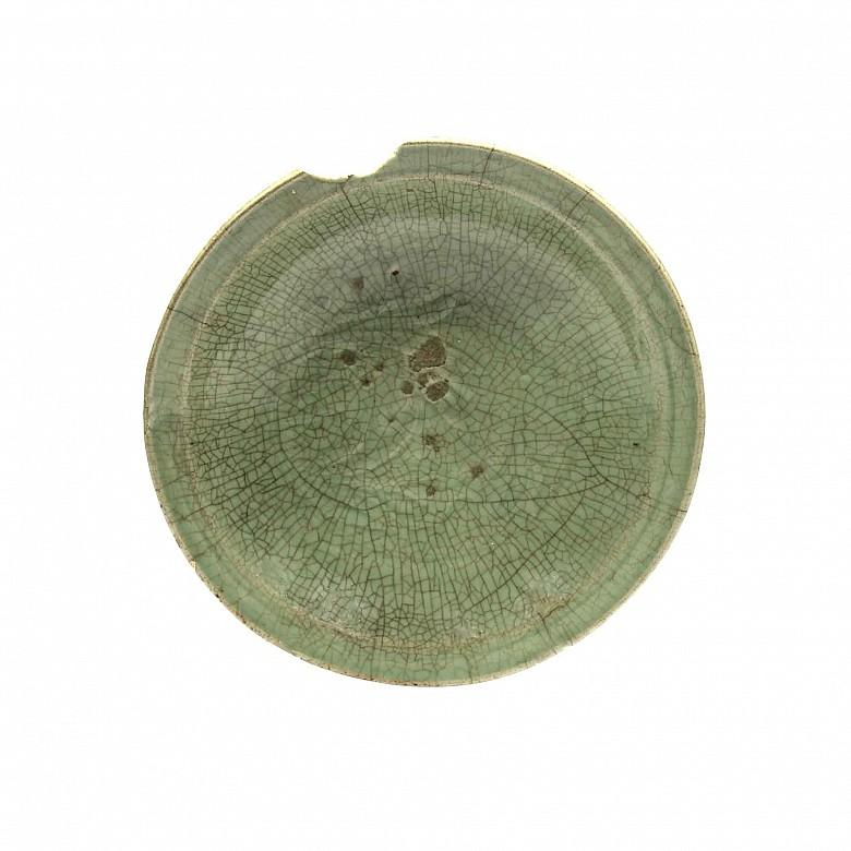 Plato de gres esmaltado, verde celadón, Longquan Yao, China