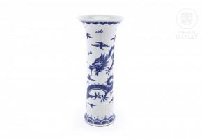 Chinese porcelain vase, 20th century