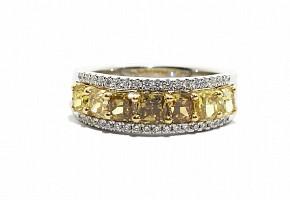 Anillo media alianza con  diamantes amarillo fancy.