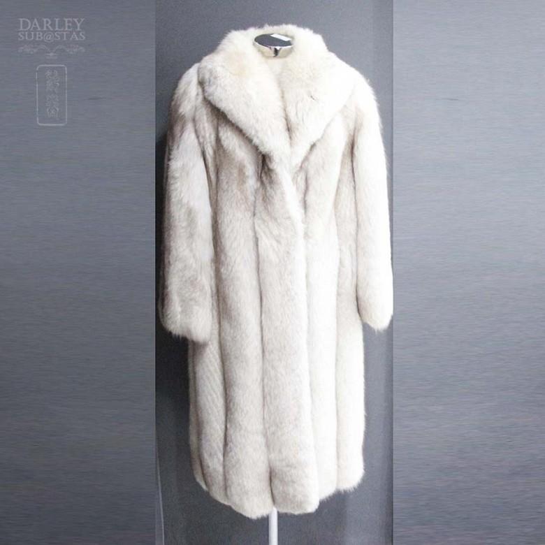 Long white fox fur coat. - 1