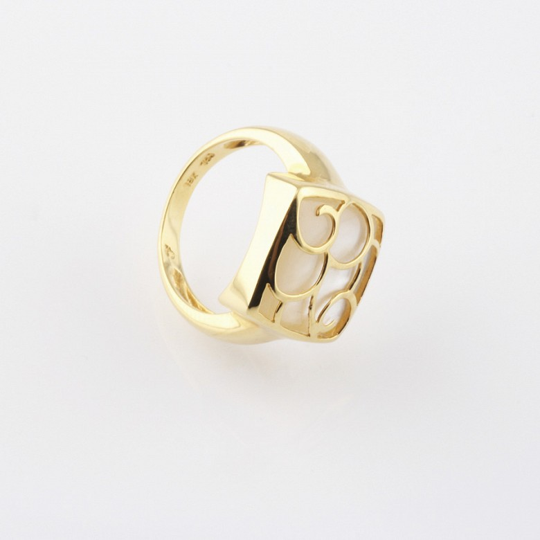 ring with Natural pearl in 18k yellow gold