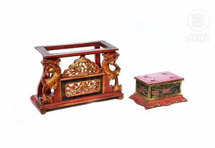 Chanab de madera tallada y policromada, China, s.XX