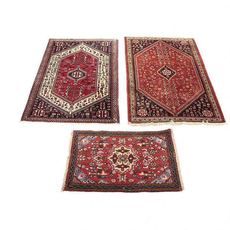 Lote de tres alfombras orientales, s.XX