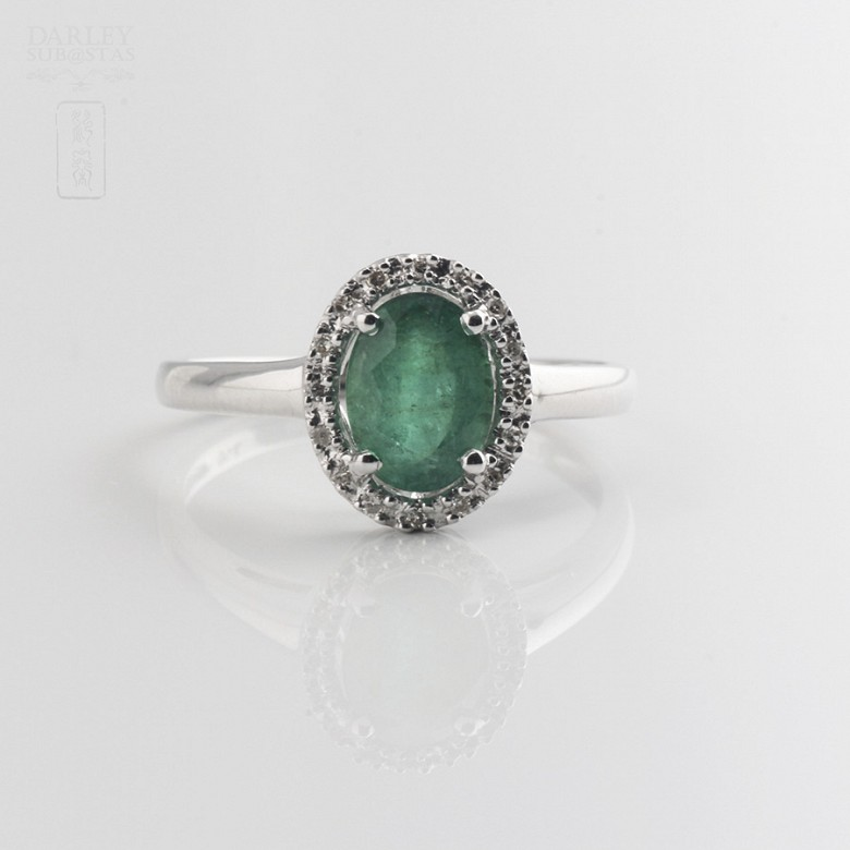 Ring with 1.21cts emerald  and diamonds  in white gold - 1