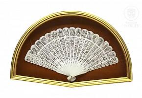 Abanico cantonés tipo brisé en marfil calado, s.XIX