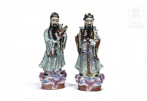 Pair of wise men in enameled porcelain, China, 20th century