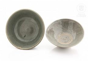 Dos cuencos de cerámica vidriada, estilo Song.