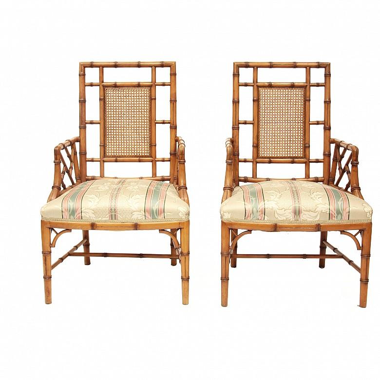 Pareja de sillas de madera tallada en forma de bambú, s.XX