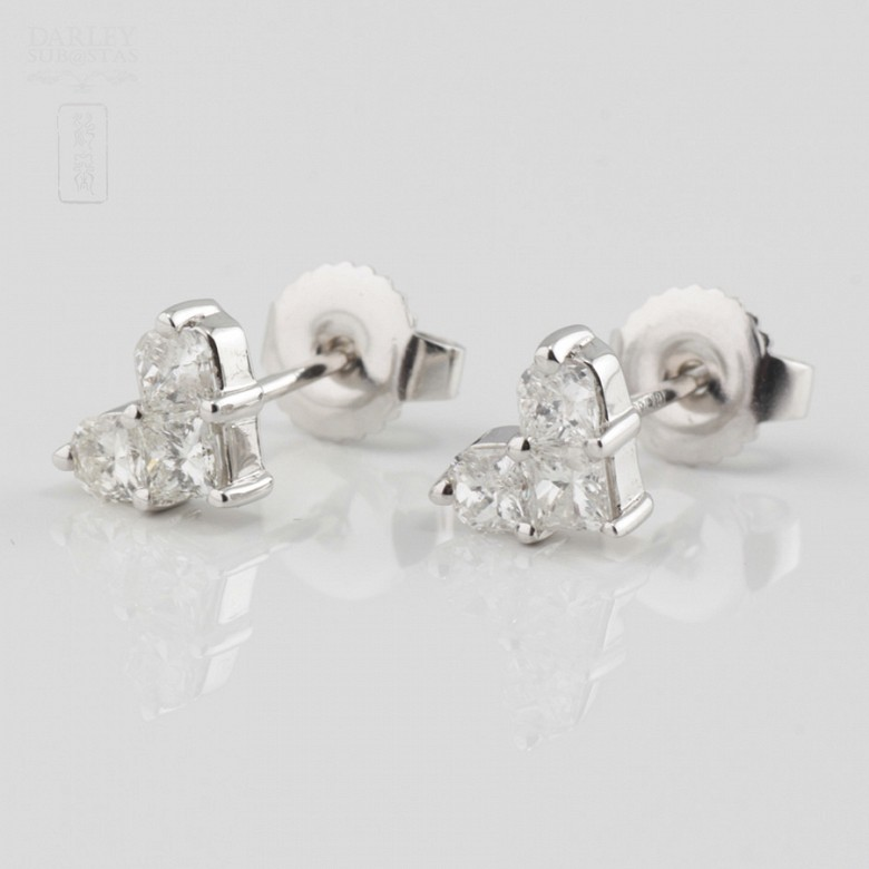 18K白金镶0.67克拉心型钻石耳钉 - 2
