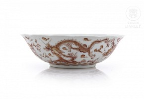 Bowl decorated with dragons in red enamel, 20th century