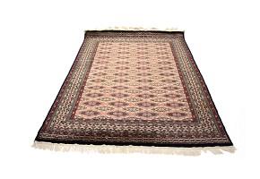 Rectangular rug in oriental wool, 20th century