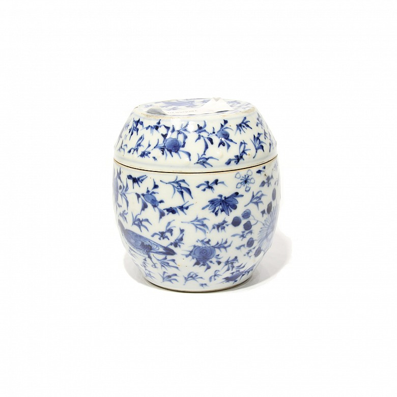 Vessel with lid in Chinese porcelain, 19th century