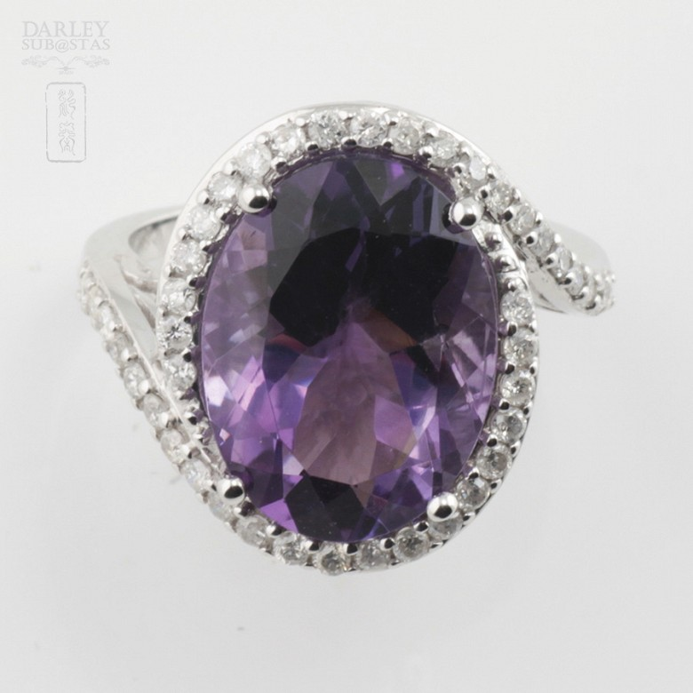 0.61cts beautiful ring with diamonds and amethyst in 18k White Gold