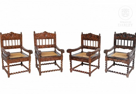 Cuatro sillas de madera tallada con motivos vegetales, China, s.XX