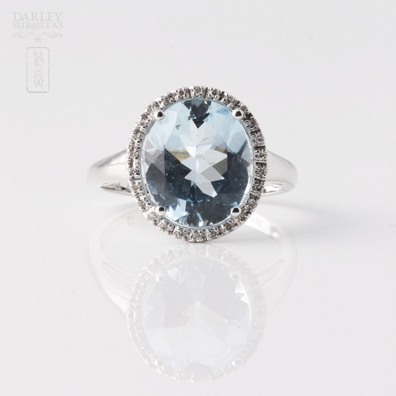 Anillo Aguamarina 3.95cts  y diamantes en oro blanco