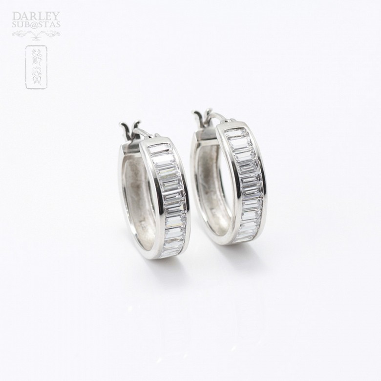 Pair of earrings in silver and rhodium with zirconia