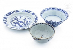 Lot of three pieces of porcelain, China, 20th century