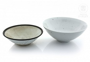 Two chinese porcelain bowls, 20th century