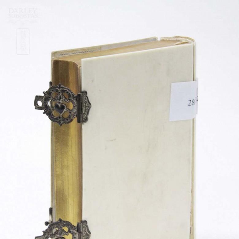 Ivory Missal, meds.s.XIX. - 7