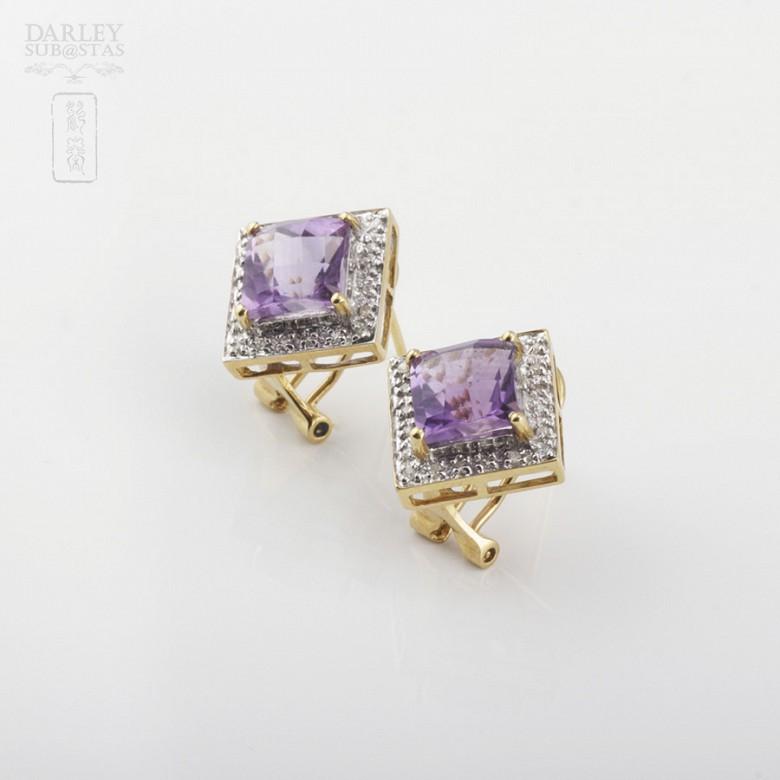 Elegante pareja de pendientes en oro amarillo 18k con amatista y diamantes - 1