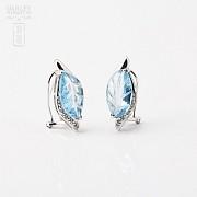 6.67克拉天然蓝晶配钻石8K白金耳环