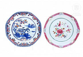 Pair of dishes, famille rose, Qing dynasty