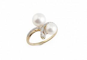 Anillo de oro amarillo de 18k, perlas blancas y diamantes