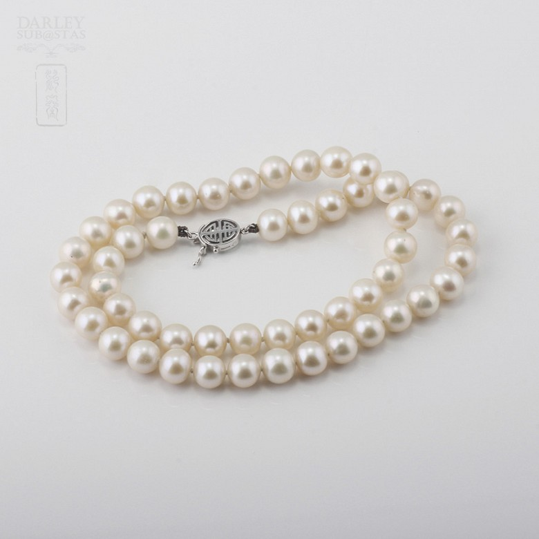 Necklace with Natural pearls and closure 14K white gold