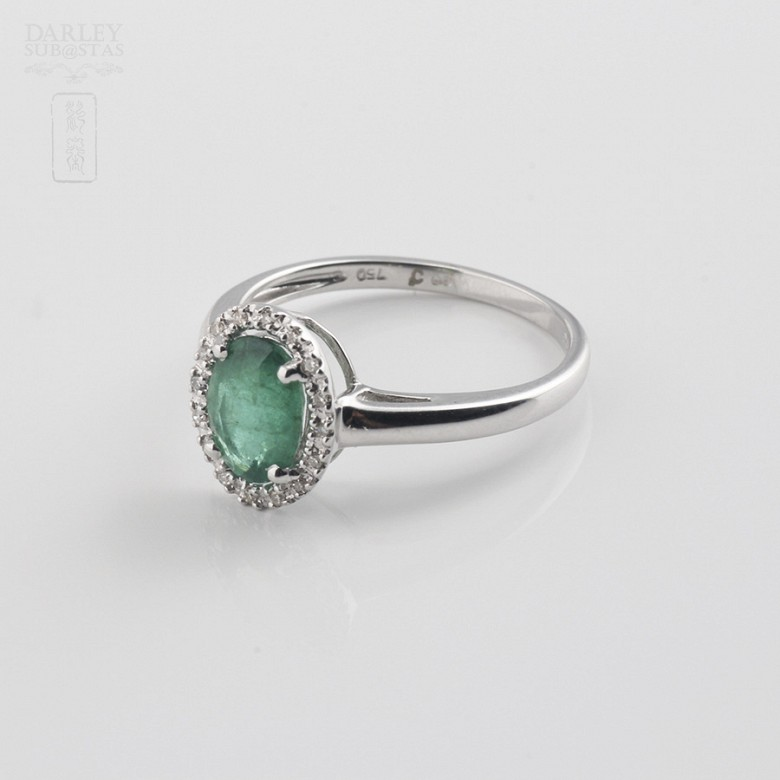Ring with 1.21cts emerald  and diamonds  in white gold - 2