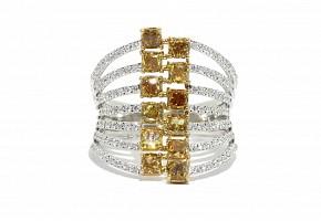 Anillo en oro blanco de 18k con diamantes fancy.