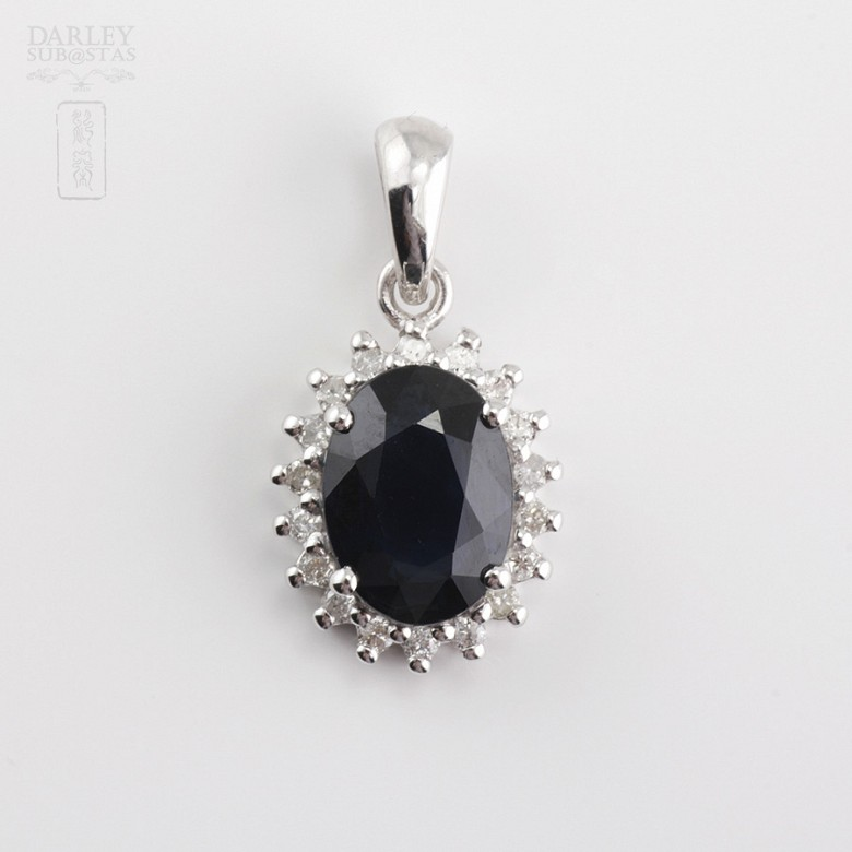 18k white gold pendant with sapphire and diamonds