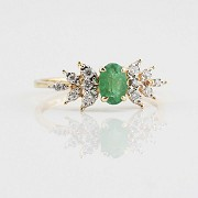 18k yellow gold ring, diamonds and emerald