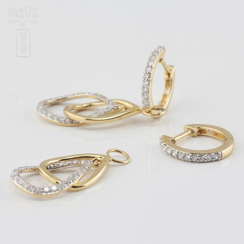 Pair of earrings with movement, in 18k yellow gold and 74 diamonds total weight 0.70cts. - 1