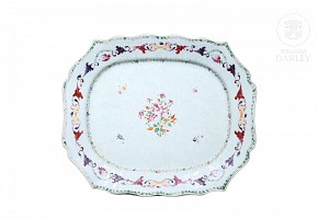 A large famille rose tray, Qing dynasty.