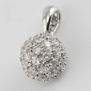 0.97cts ball pendant with diamonds