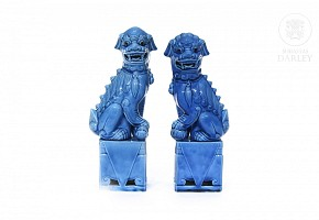 Pair of enameled porcelain foo dogs, China, 20th century