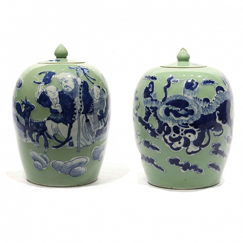A pair of Chinese jars, 20th century.