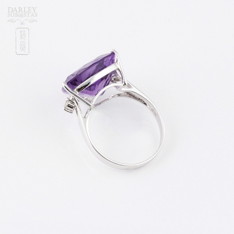 Ring with amethyst and diamonds in 18k white gold. - 2