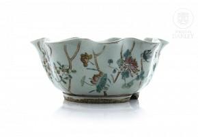 Porcelain enameled bowl, China, 20th century