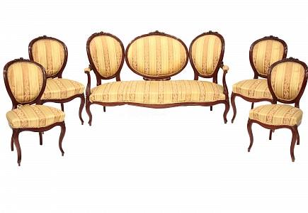 Tresillo y dos sillas de estilo Isabelino, s.XX