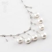 Collar con perlas blancas y diamantes en oro blanco de 18k - 4
